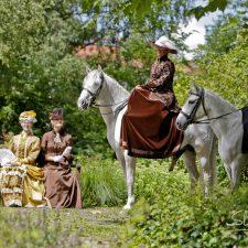 Reitkostüme für den Damensattel